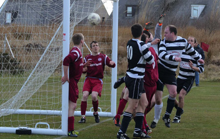 """""""Mojo"""" Maclean gets a vital touch on the ball to head Aths 2-1 ahead"""