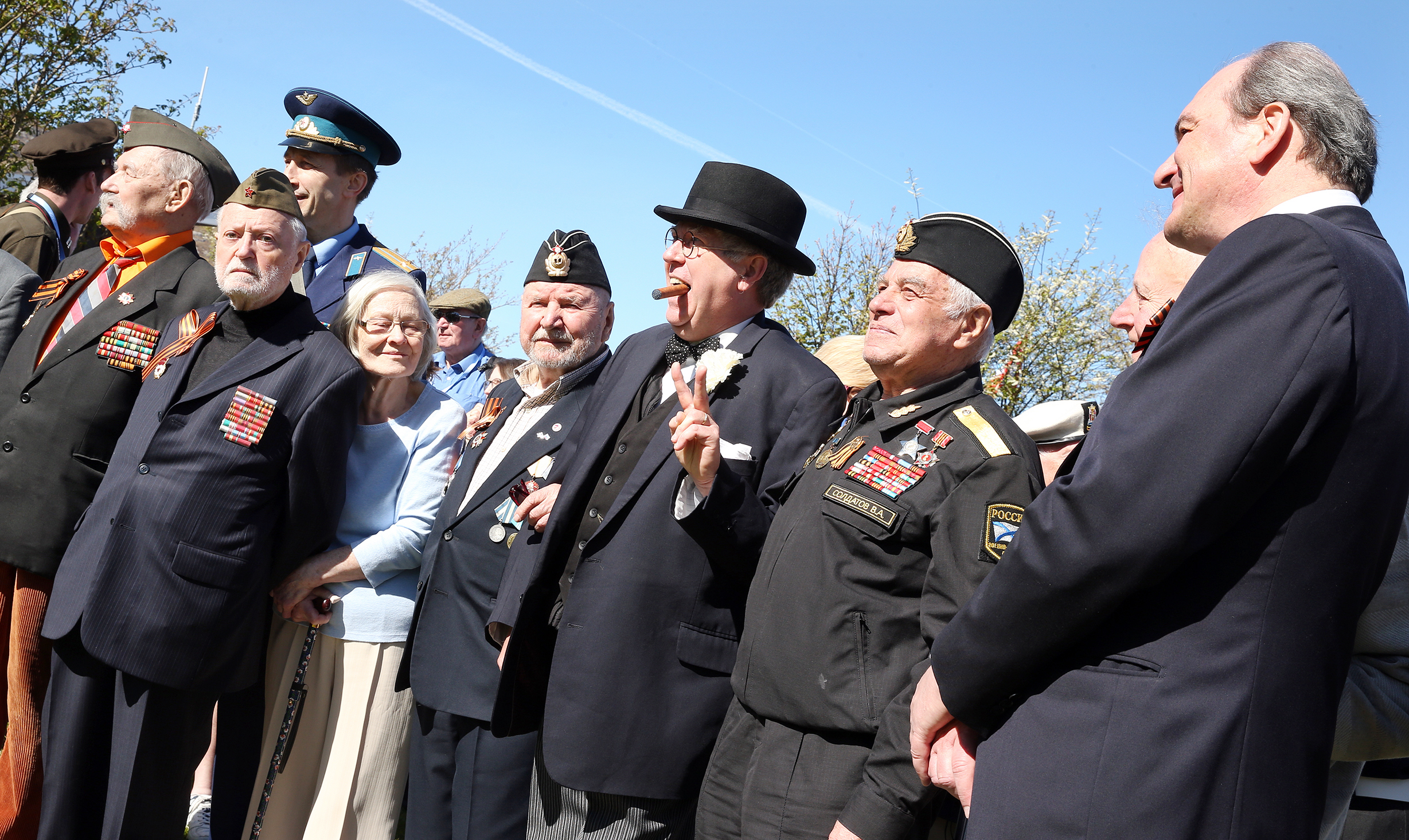 'Winston Churchill' (Richard Gumm) and some of the Russian veterans including Alexander Lochagin and Russian consul general Andrey Pritsepokev.
