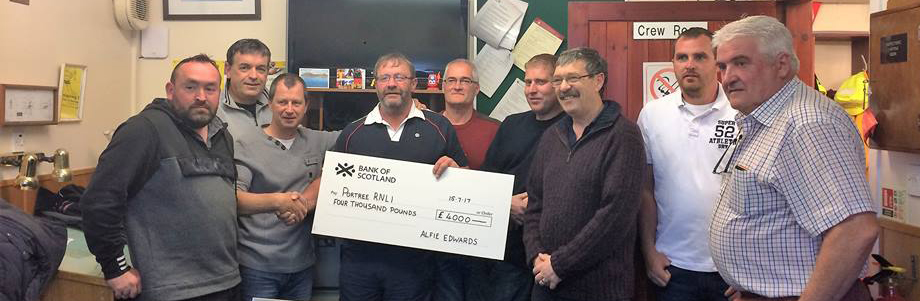 Portree RNLI donation Applecross boatpull team